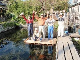 三島梅花藻の里整備作業・桟橋の架け替え作業