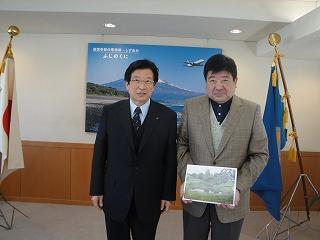 川勝静岡県知事と渡辺事務局長