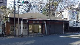 改装中の「三島街中カフェ2号店」(写真中央)